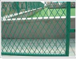 标准钢板网在护栏网中的应用